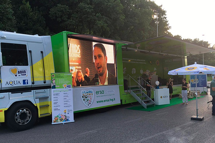 AQUA al Festival Show solo per una notte, a Udine, in Piazza I Maggio per una serata di puro divertimento.